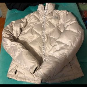 Woman North Face ~ Pearl White ~ down jacket Sm.
